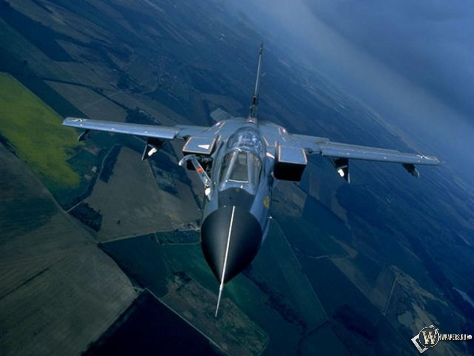 Истребитель с изменяемой геометрией крыла 1600x1200