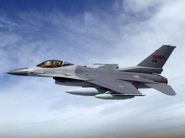 Истребитель F-16 NASA