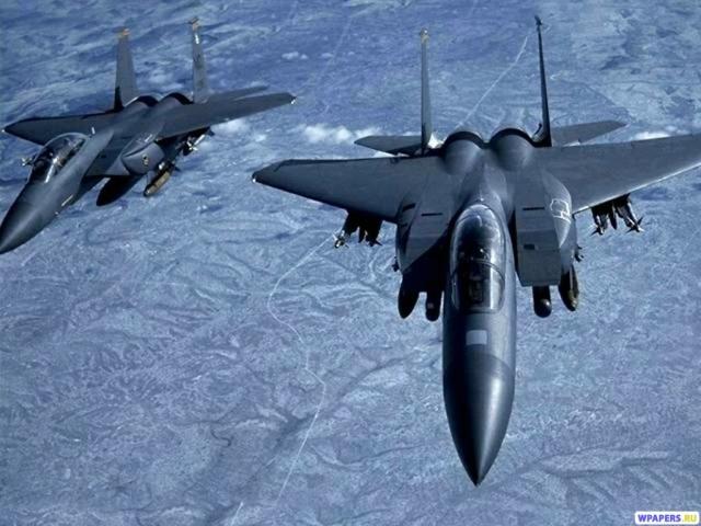 Два истребителя F-15