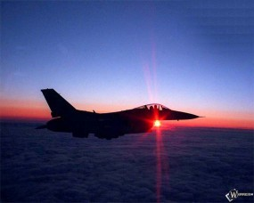 Обои Истребитель над облаками F-16: Истребитель, F-16, Истребители