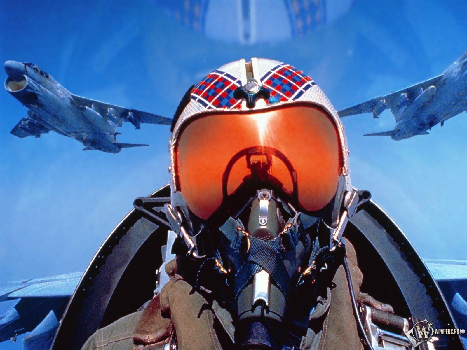 Пилот в кабине 1600x1200