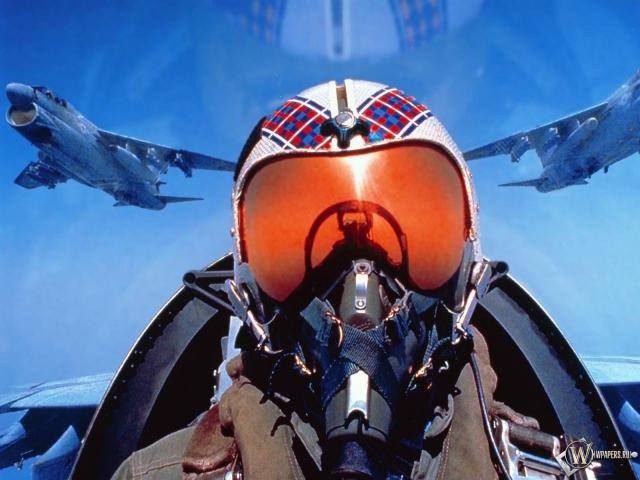 Пилот в кабине