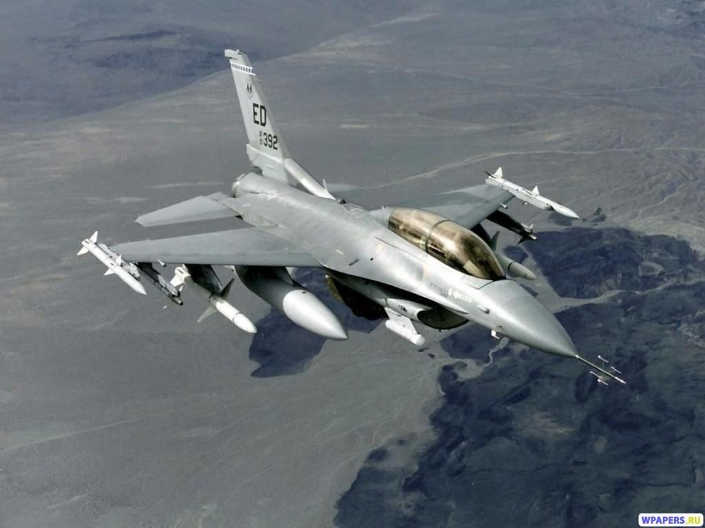 Истребитель F-16 1024x768