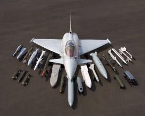 Обои Многоцелевой истребитель и состовляющие: Истребитель, Ракеты, Бомбы, Eurofighter Typhoon, Истребители