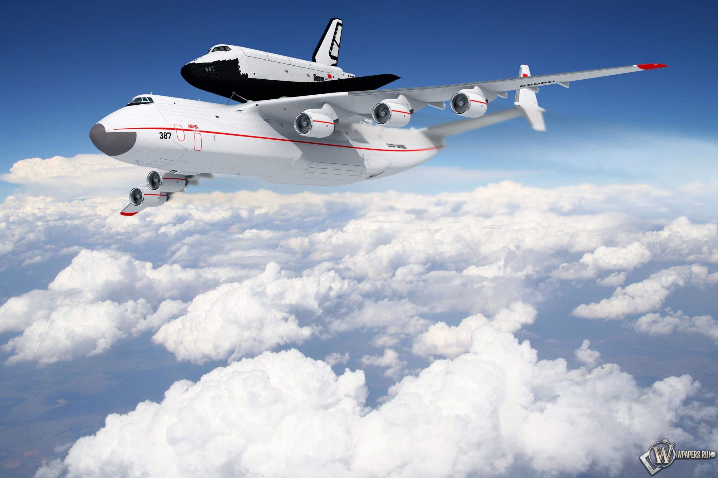 Самолет с челноком 2300x1530
