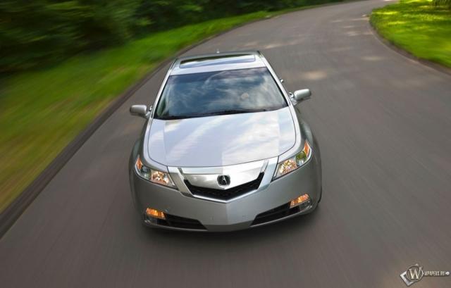 Acura TL на трассе