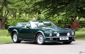 Aston Martin V8 Vantage (1977)