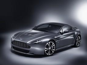 Aston Martin V12 Vantage (2010)