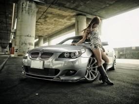 Девушка у BMW