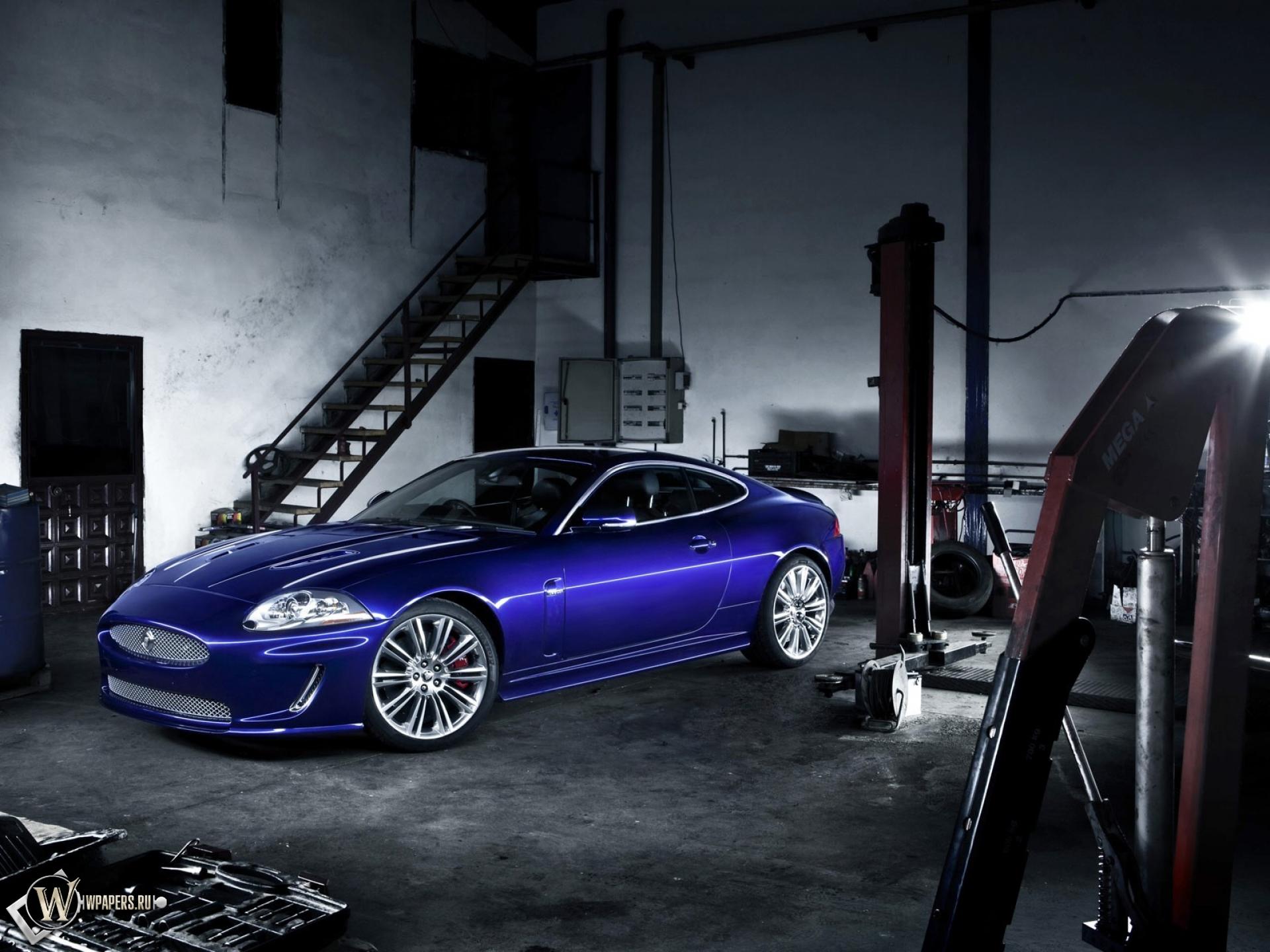 Обои jaguar xkr гараж синий jaguar xkr 1920x1440