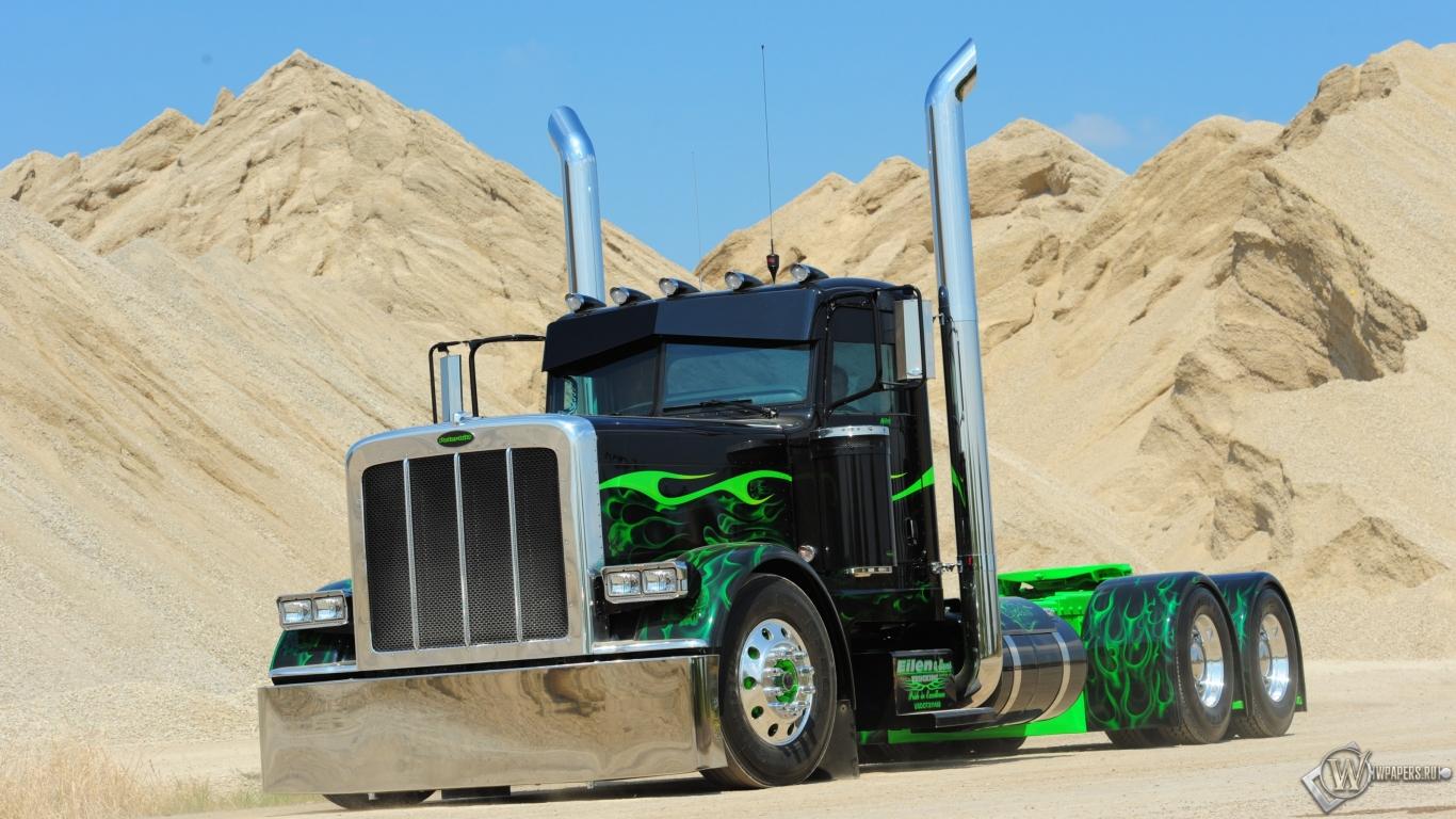 Обои на рабочий стол 1366x768 грузовики