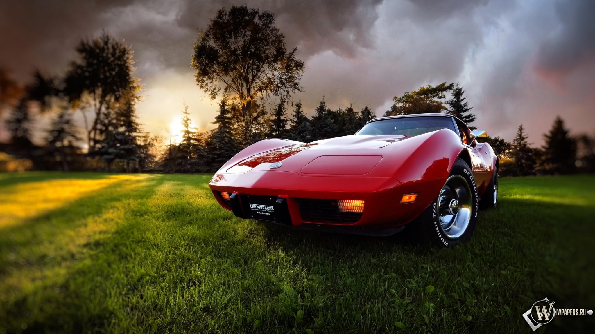 Обои красное авто авто лучи солнца