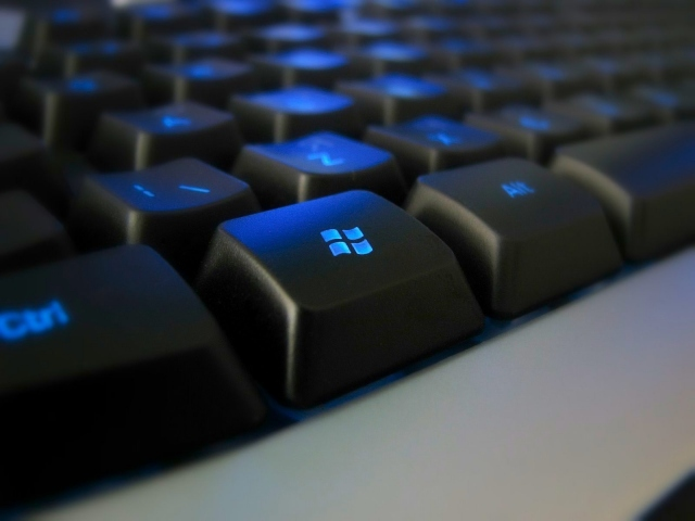 Клавиатура с синей подсветкой