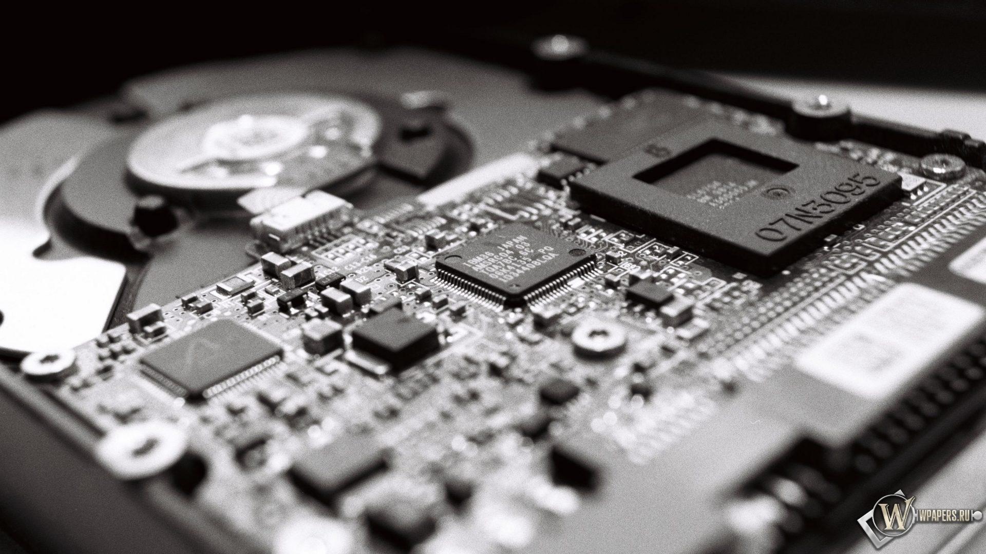 Микросхема на накопителе HDD 1920x1080