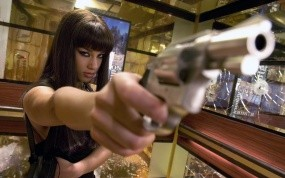 Обои Алисия Кейс (Alicia Keys): Брюнетка, Пистолет, Фильм, Алиша Киз, Alicia Keys, Фильмы