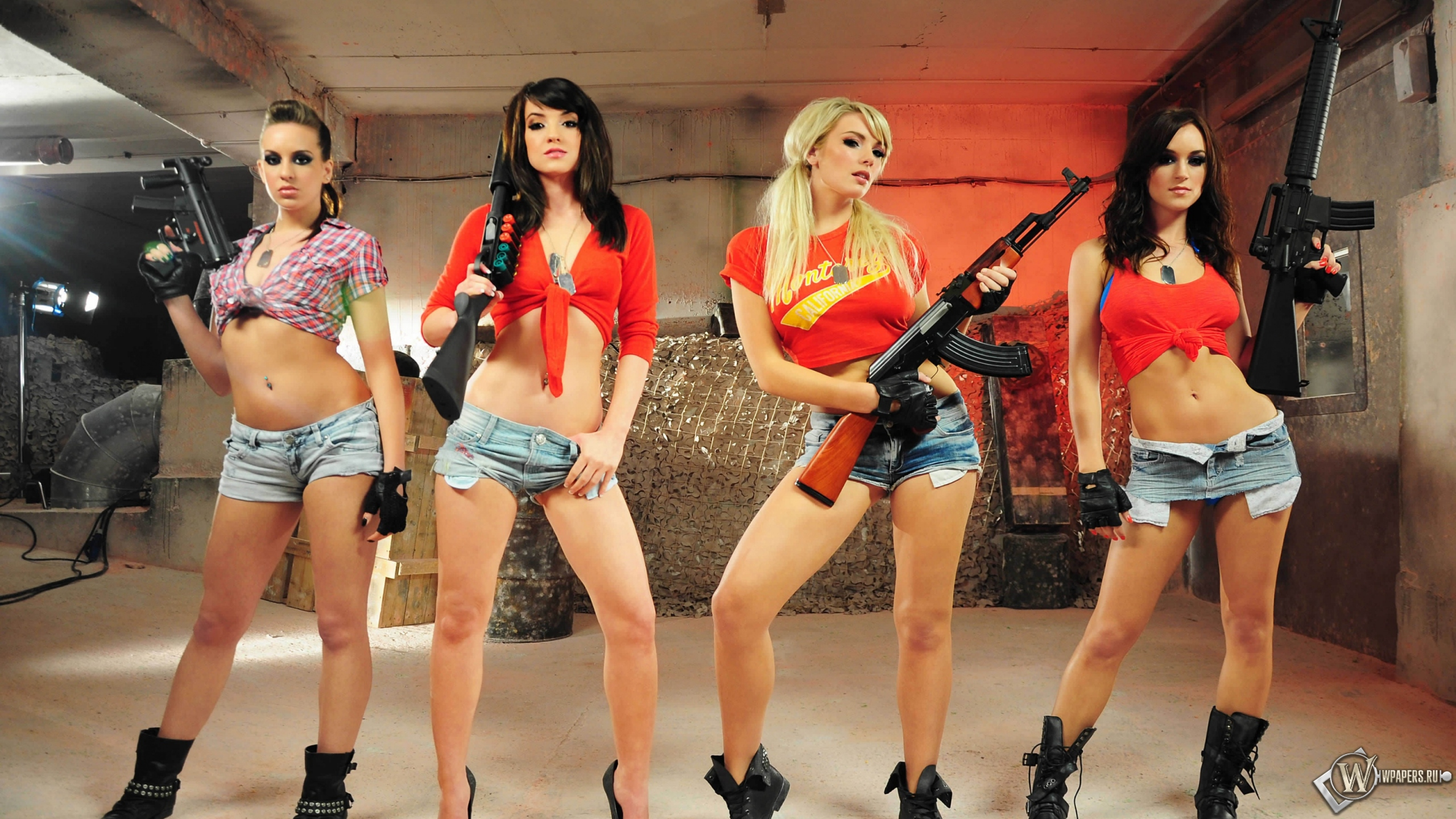 Bad girl Joslyn James begs for some love gun posing with an automatic weapon № 147656 загрузить