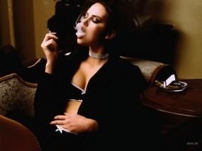 Обои Девушка с сигаретой: Дым, Мебель, Сигареты, Девушки