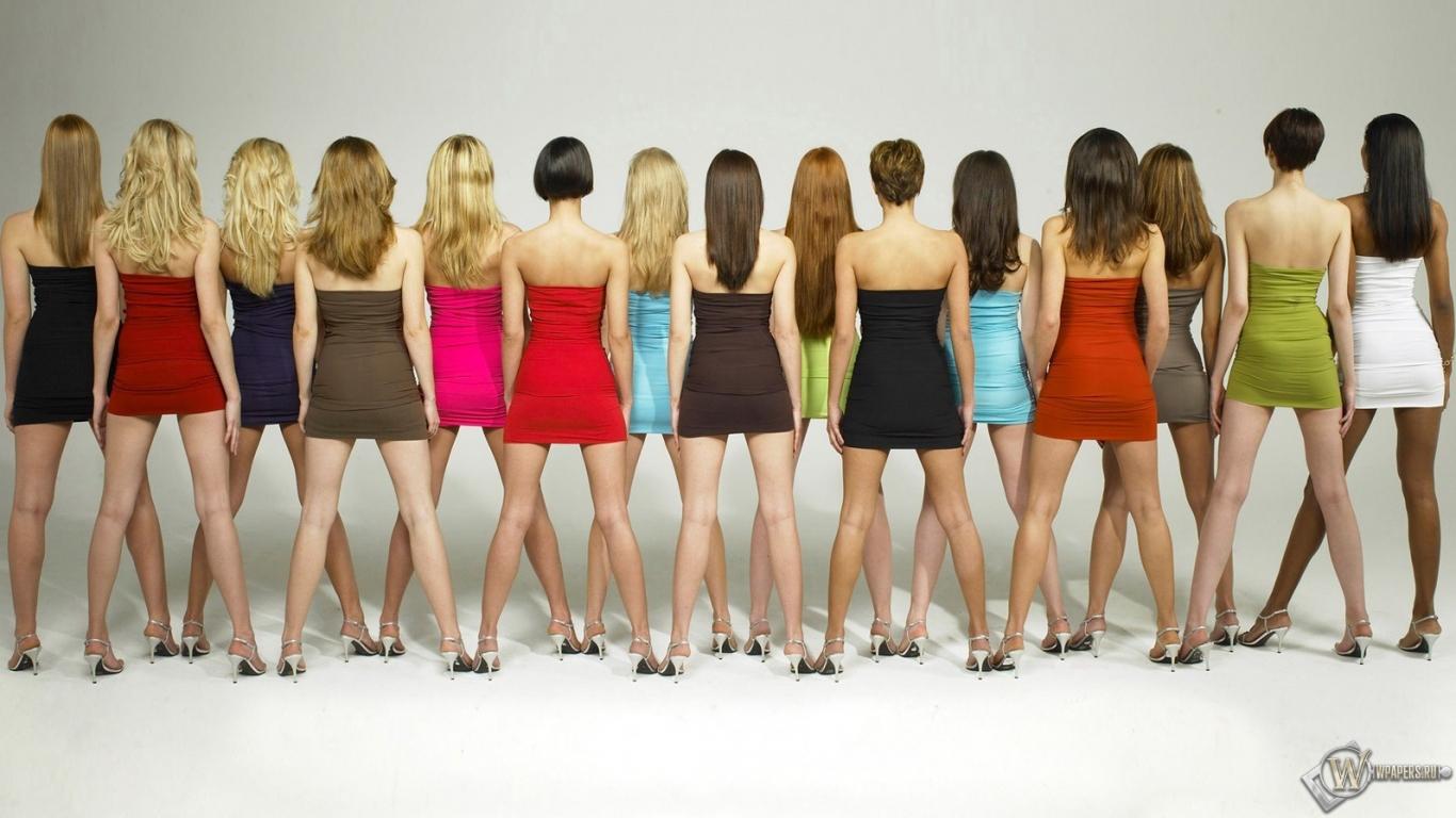 Пышки в мини юбках 11