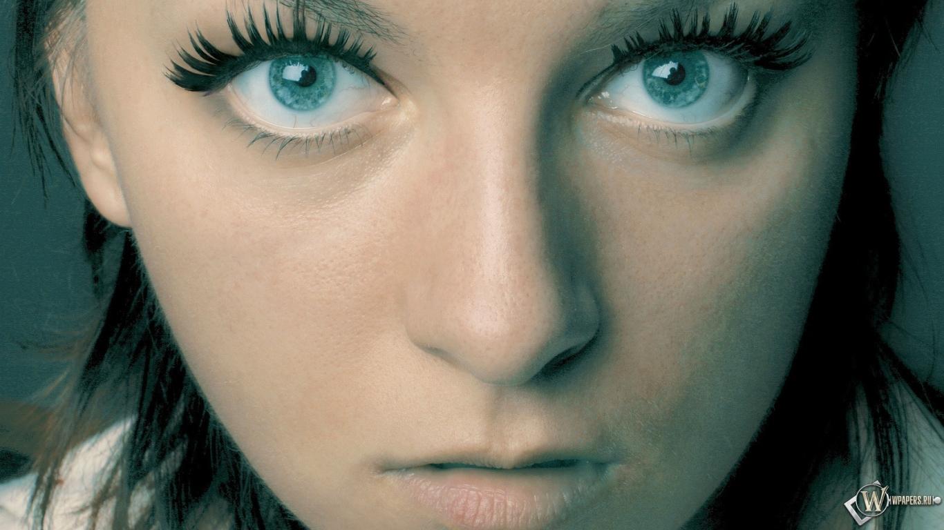 Проститутки голубые глаза