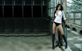 Обои Федерика Ридольфи: Девушка, Ножки, Рубашка, Сапоги, Девушки