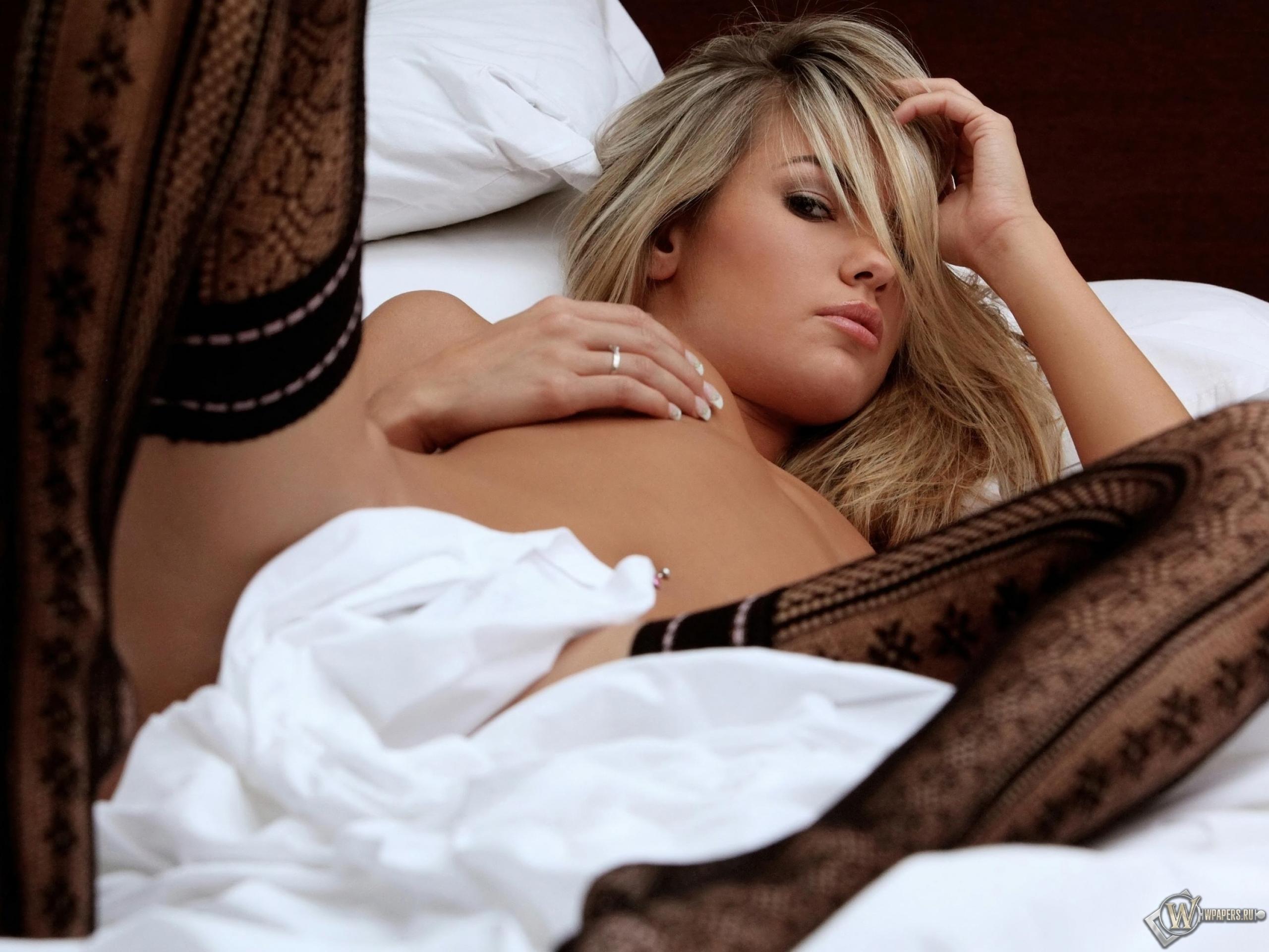 Erotika_Girls_Nude_27952-3000x2000.