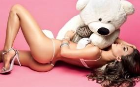 Обои Natalia Velez: Девушка, Стринги, Медведь, Каблучки, Девушки