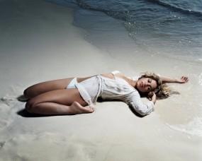 Обои Shakira: Пляж, Песок, Девушка, Певица, Девушки