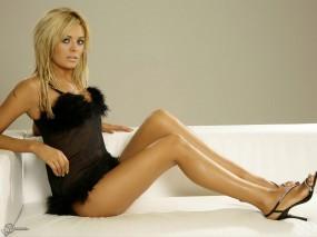 Обои Блондинка на диване: Платье, Блондинка, Диван, Orlaith McAllister, Девушки