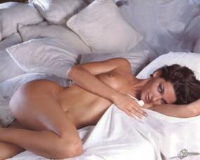Обои Alessia Merz: Красотка, Голая девушка, Белое бельё, В постели, Alessia Merz, Девушки