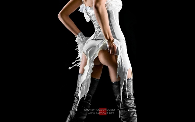 Девушка в молочном платье