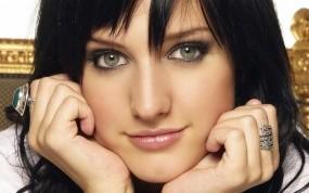Обои Ashlee Simpson: Глаза, Взгляд, Ashlee Simpson, Девушки