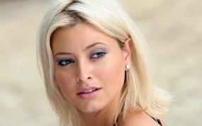 Обои Холли Вэлэнс (Holly Valance): Взгляд, Блондинка, Холли Валанс, Holly Valance, Девушки