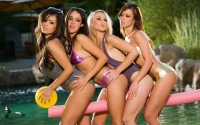 Обои Девушки в купальниках: Купальник, Губы, Секси, Девушки, Девушки