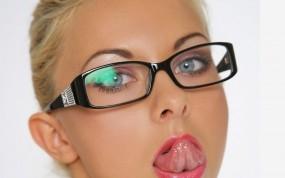 Обои Lea Tyron: Глаза, Взгляд, Язычок, Очки, Lea Tyron, Девушки