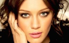 Обои Hilary Duff: Девушка, Взгляд, Hilary Duff, Девушки