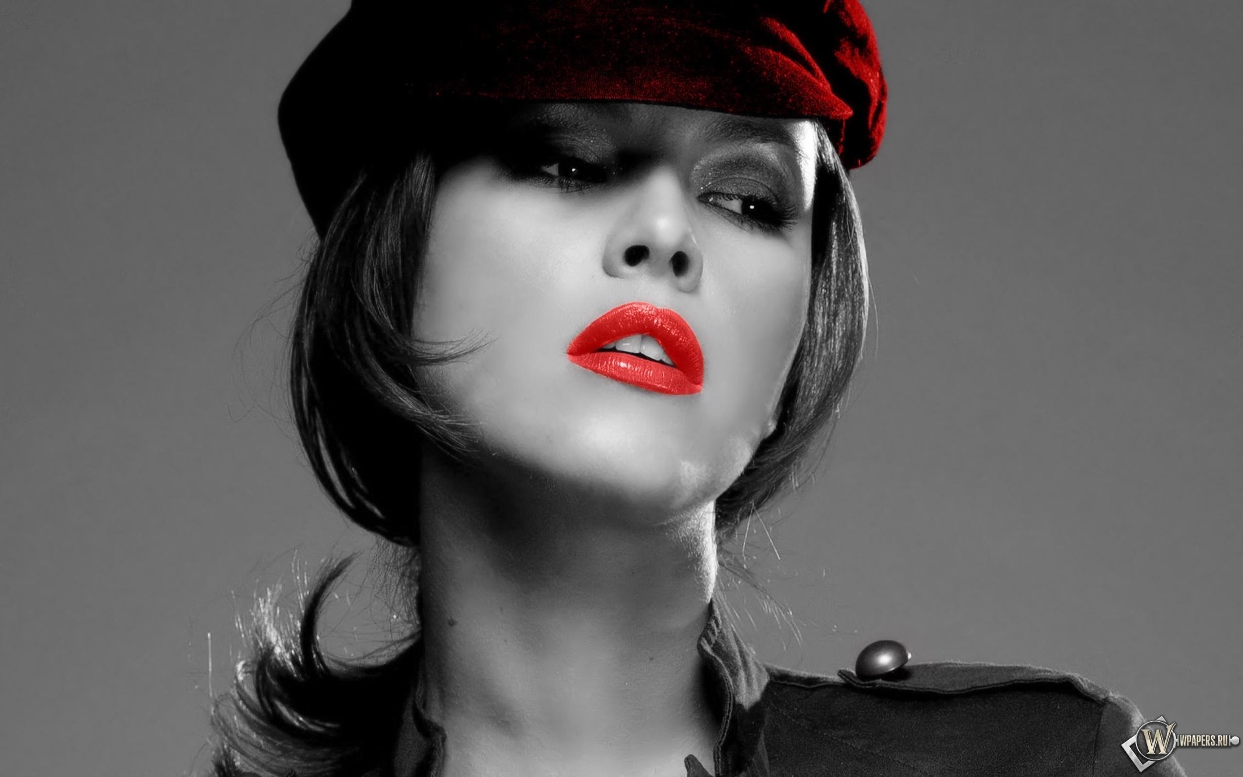 Девушка черно белое фото с красным