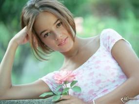 Обои Alizee: Alizee, Девушка, Роза, Цветок, Alizee
