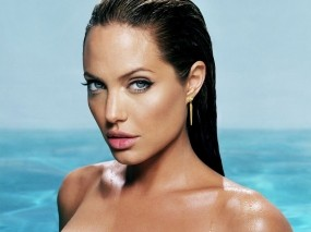 Обои Анджелина Джоли: Море, Взгляд, Анджелина Джоли, Плечи, Angelina Jolie