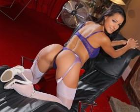 Melisa Mendiny на кресле
