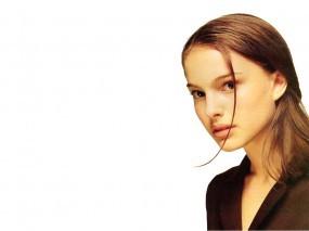 Обои Natalie Portman: Белый фон, Взгляд, Личико, Натали Портман, Natalie Portman, Natalie Portman
