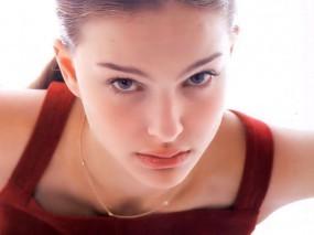 Обои Natalie Portman: Белый фон, Лицо, Личико, Натали Портман, Natalie Portman, Natalie Portman