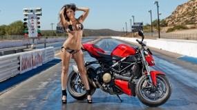 Обои Ducati Streetfighter: Трасса, Девушка, Ducati, Мотоциклы с девушками, Мотоциклы