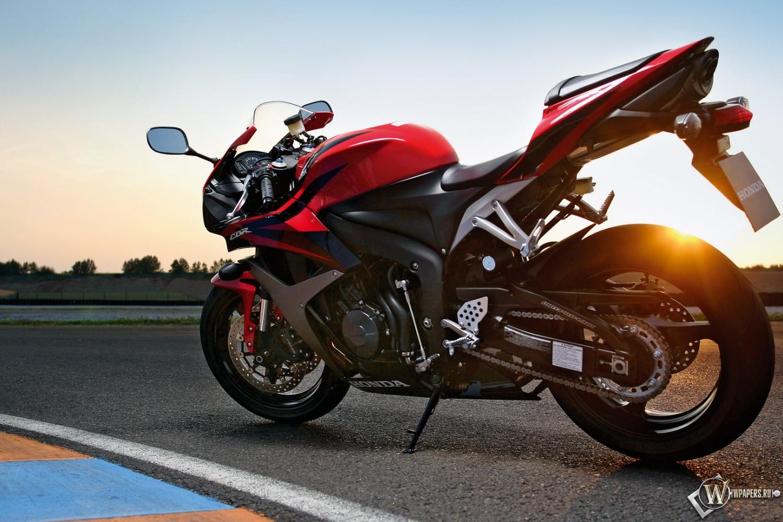 спортивный мотоцикл Honda  № 3935582  скачать