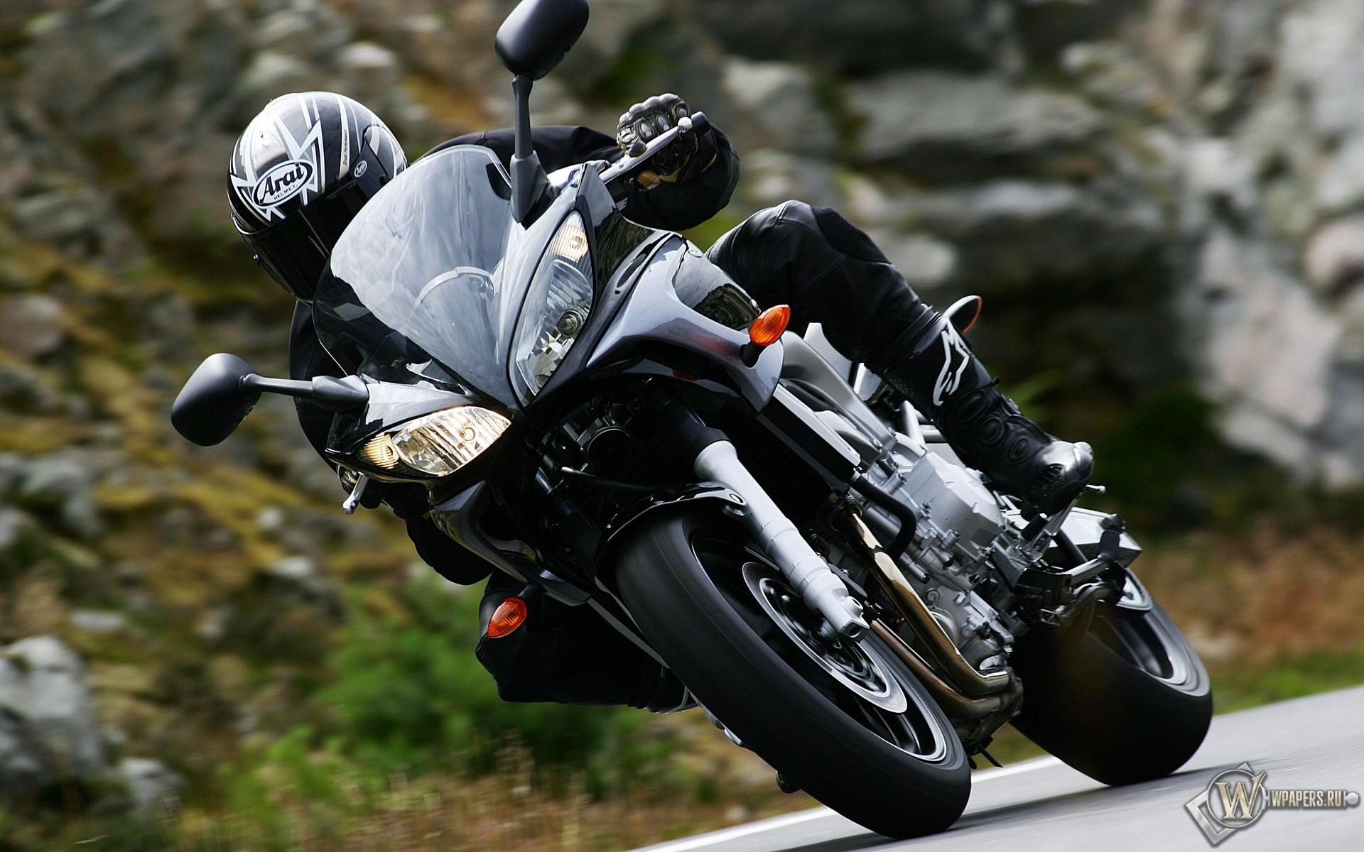 Черный Yamaha 1920x1200