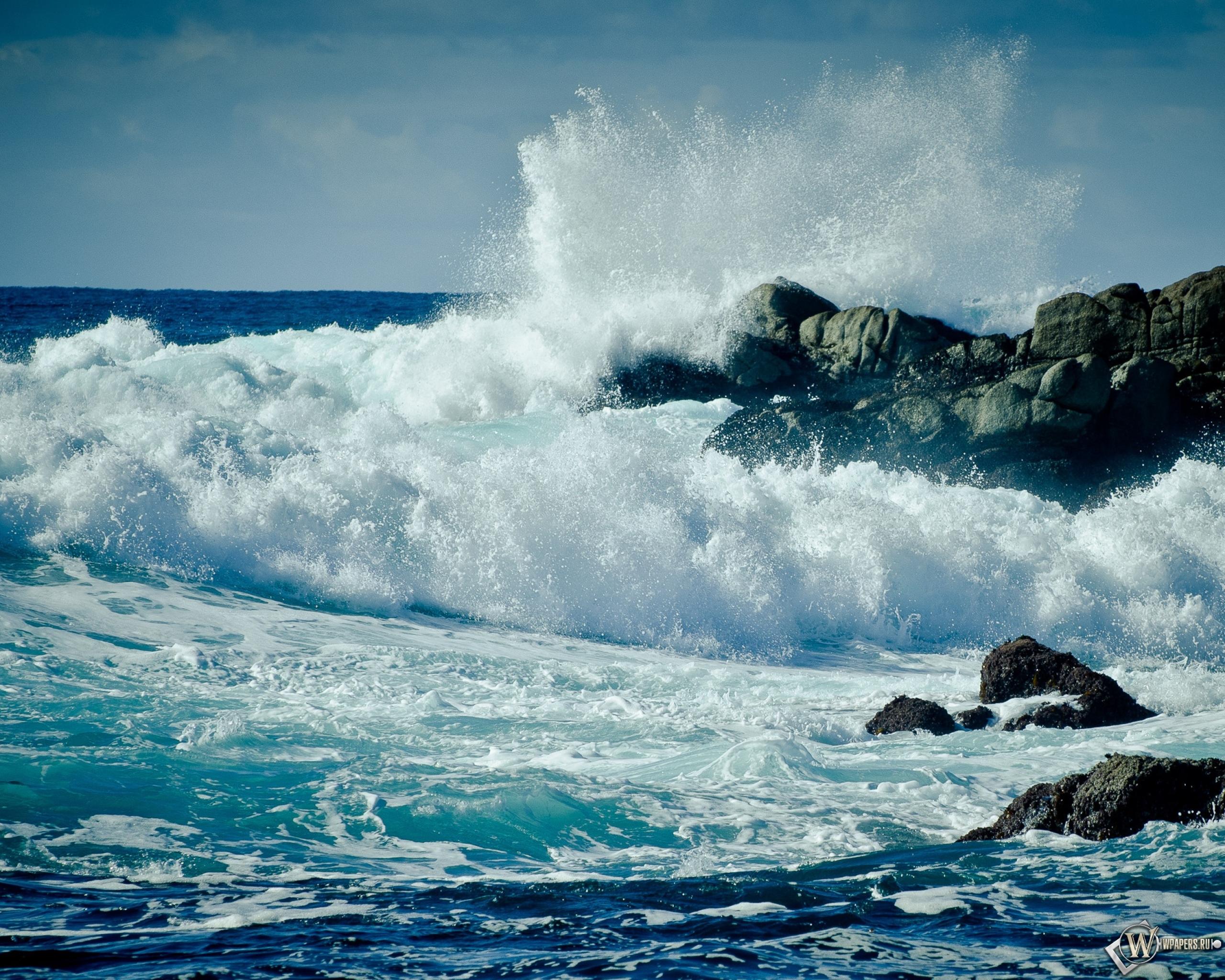 бурлящая вода на скалах  № 205412 бесплатно