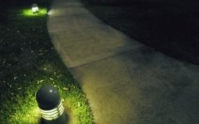 Обои Ночь под фонарём: Трава, Газон, Фонарь, Природа