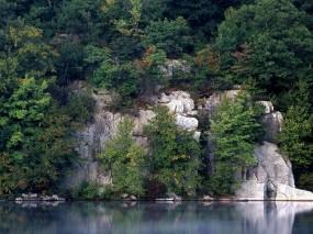 Обои Скалы в лесу: Отражение, Вода, Деревья, Скалы, Природа