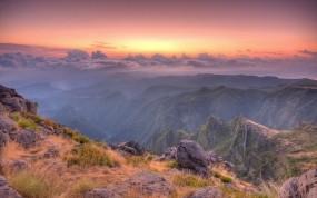 Обои Восход в горах: Облака, Горы, Камни, Природа