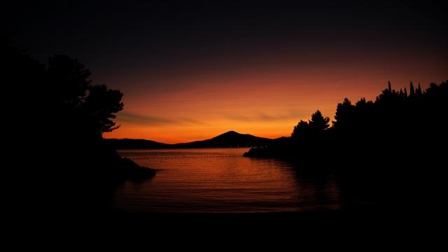 Река ночью