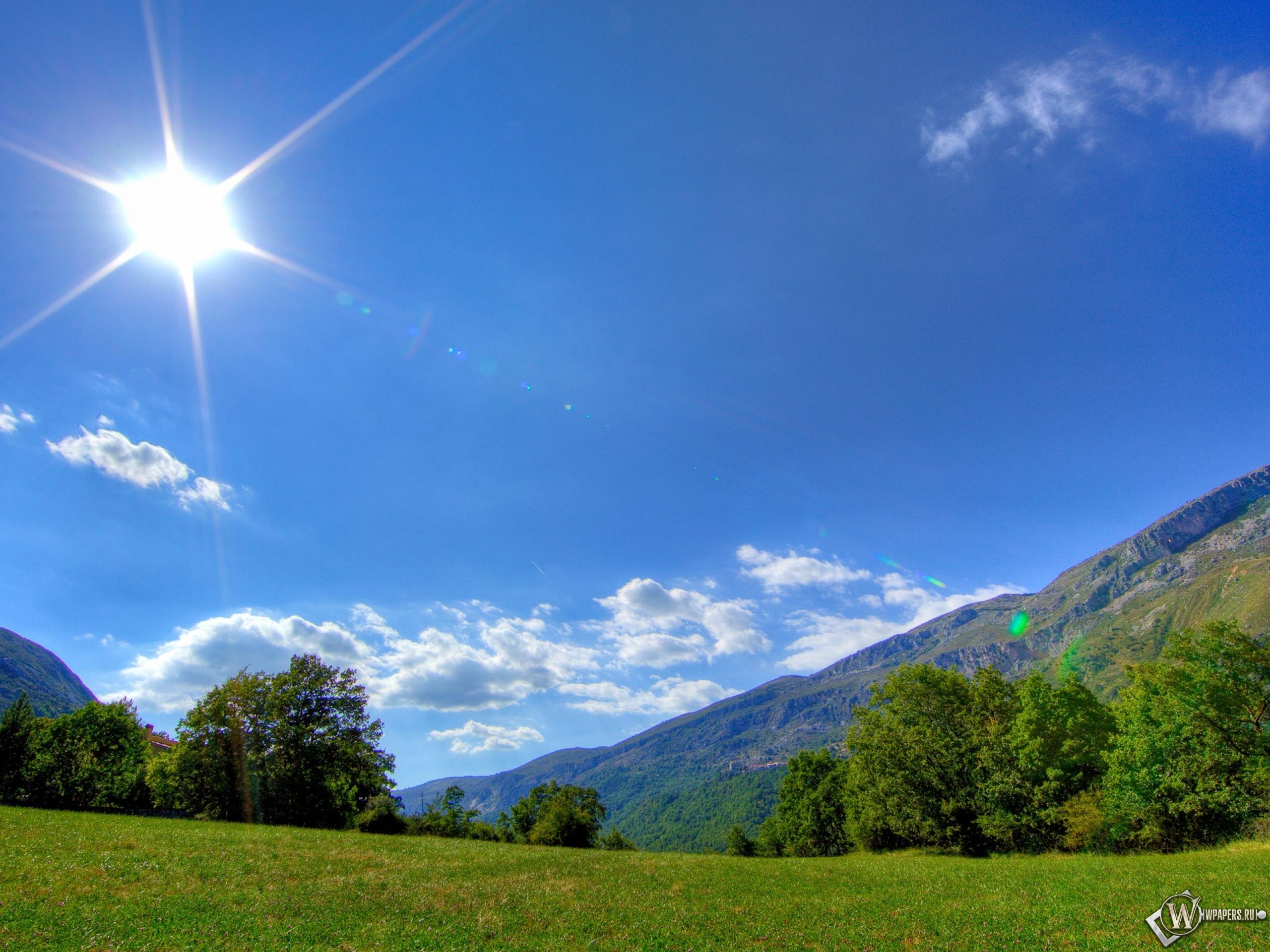 Небо в горах днем